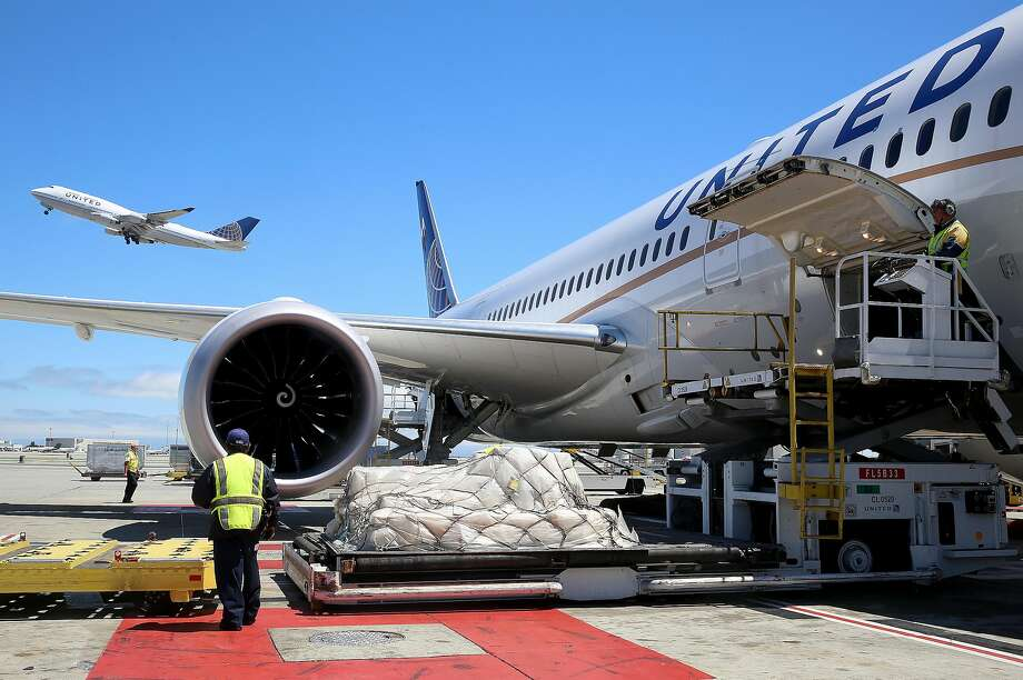 Baggage is loaded onto a United 787 jetliner at S.F. International Airport, where pilots now face a new type of danger from drones. Photo: Liz Hafalia, The Chronicle