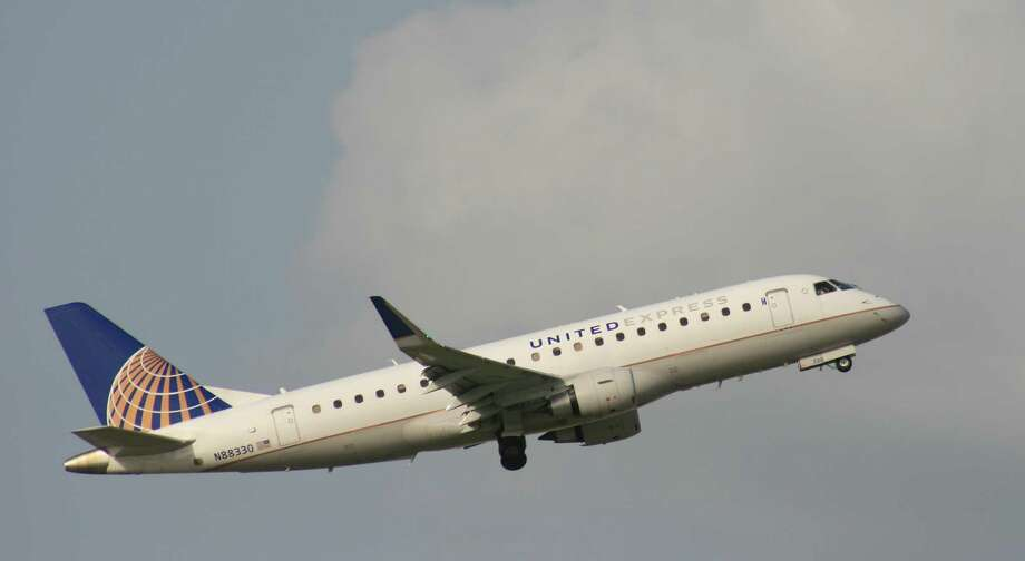 A United Express flight operated by Mesa Airlines takes off from Bush Intercontinental Airport. Photo: Bill Montgomery