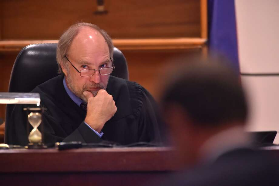 The decision by Judge Sid Harle of the 226th State District Court not run for reelection is one of a few retirements that will change the look of state district courts. Voters should choose wisely — and not for partisan reasons. Photo: Robin Jerstad /San Antonio Express-News / ROBERT JERSTAD