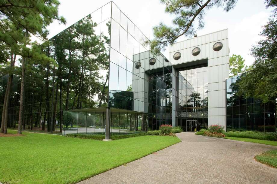 Neutex Advanced Energy Group purchased a 115,000-square-foot building at 14340 Torrey Chase Blvd. Photo: Avison Young