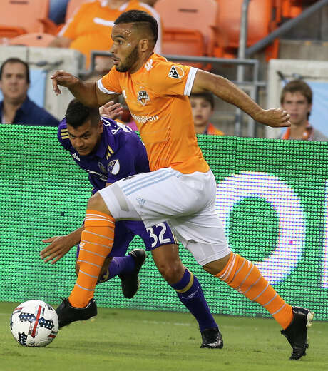 Dynamo midfielder Alex eludes a defender while looking to make the kind of pinpoint pass that has made him the team leader with 10 assists. Photo: Yi-Chin Lee, Staff / © 2017  Houston Chronicle