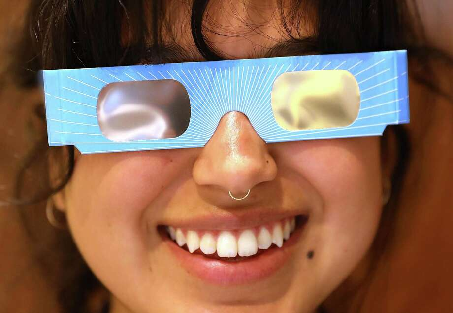 Experts warn to wear the proper eyewear if viewing Monday's eclipse. Photo: Spencer Platt / Getty Images / 2017 Getty Images