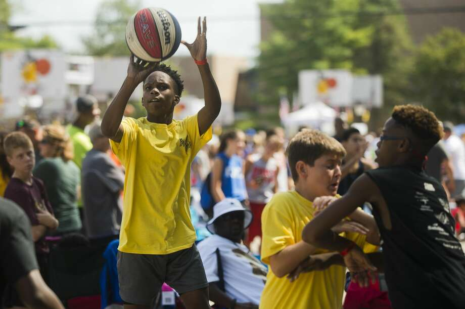 Oscar Williams of Saginaw, 13, takes a shot during the Gus Macker 3-on-3 Tournament on Saturday, August 19, 2017 in Midland. Photo: (Katy Kildee/kkildee@mdn.net)