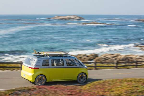 Volkswagen has announced that the fully-electric microbus debuted at a Detroit auto show in early 2017 is officially going in to production.