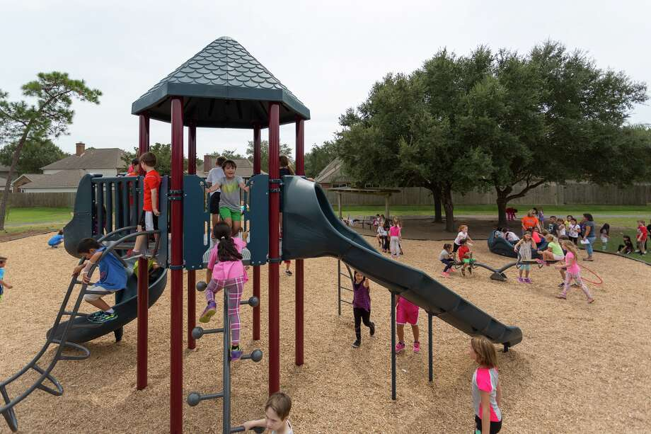 Elementary school students enjoy new playground equipment. Photo: Clear Creek ISD / Internal