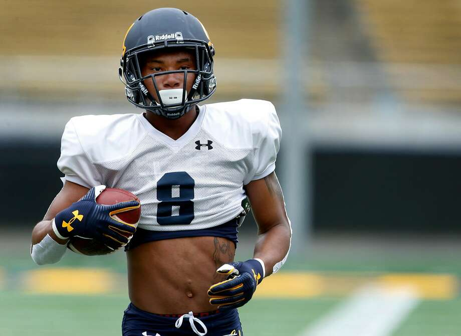 Wide receiver Demetris Robertson carries the ball during a Cal Bears football practice and scrimmage in Memorial Stadium at UC Berkeley on Saturday, Aug. 19, 2017. Photo: Paul Chinn / The Chronicle 2017