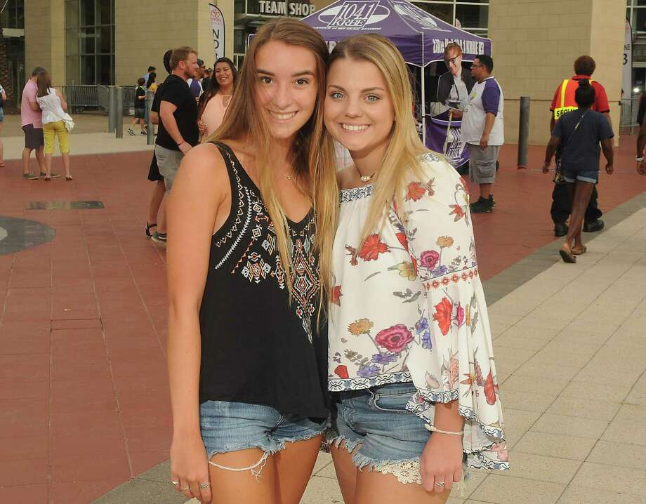 Fans outside the Ed Sheeran concert at the Toyota Center Saturday August 19, 2017.(Dave Rossman Photo) Photo: Dave Rossman, For The Chronicle / Dave Rossman