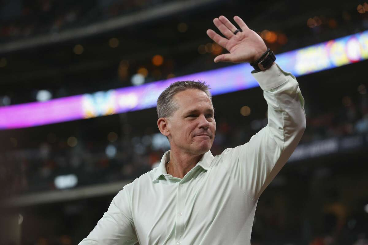 Former Houston Astros and National Baseball Hall of Famef Craig Biggio is introduced to participate the ceremony of Former Houston Astros manager and pitcher Larry Dierker throwing the first pitch before Houston Astros takes on Oakland Athletics at Minute Maid Park Saturday, Aug. 19, 2017, in Houston. ( Yi-Chin Lee / Houston Chronicle )
