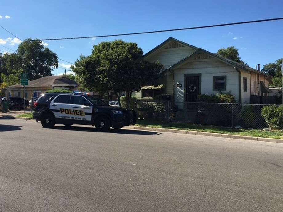 San Antonio police say a fight over a woman led to a man attacking another with a knife Sunday afternoon Aug. 20, 2017, on the East Side. Photo: By Alexandro M. Luna
