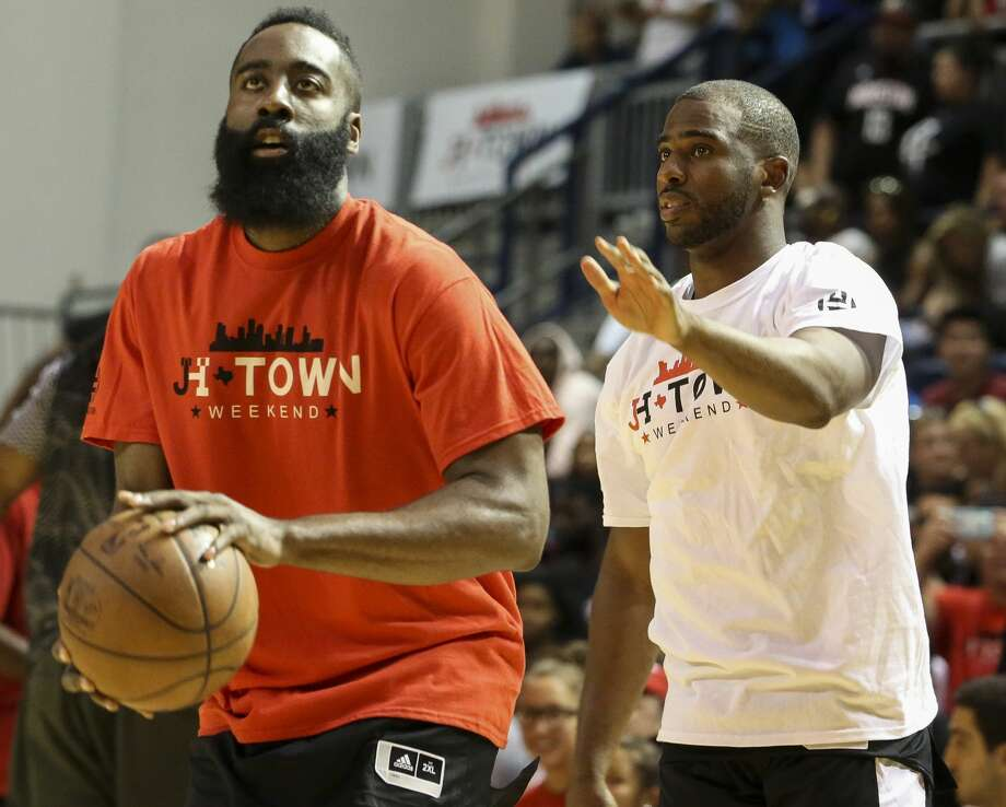 Chris Paul plays defense while warming up with James Harden for the NBA Game of James Harden charity basketball tournament at Rice University's Tudor Field House Sunday, Aug. 20, 2017, in Houston. ( Yi-Chin Lee / Houston Chronicle ) Photo: Yi-Chin Lee/Houston Chronicle