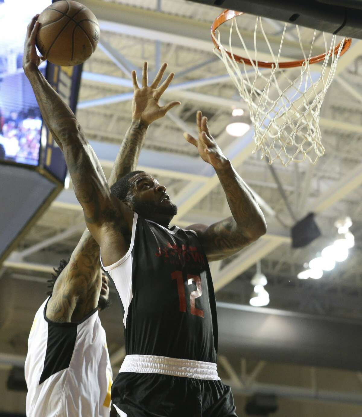 Big Tony's Josh Smith goes for a dunk during the NBA game of James Harden charity basketball tournament against La Flame at Rice University's Tudor Field House Sunday, Aug. 20, 2017, in Houston. ( Yi-Chin Lee / Houston Chronicle )
