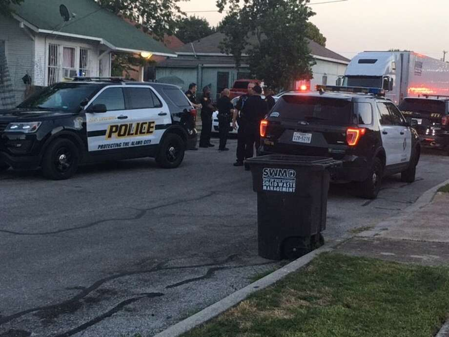 Police say a man was stabbed while trying to break up a fight between his son and a neighbor Sunday evening Aug. 20, 2017, on the West Side. Photo: Alexandro M. Luna