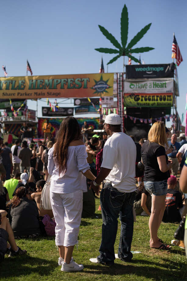 A crowd surrounds the main stage during Hempfest at Myrtle Edwards Park on Sunday, Aug. 20, 2017. Photo: GRANT HINDSLEY, SEATTLEPI.COM / SEATTLEPI.COM