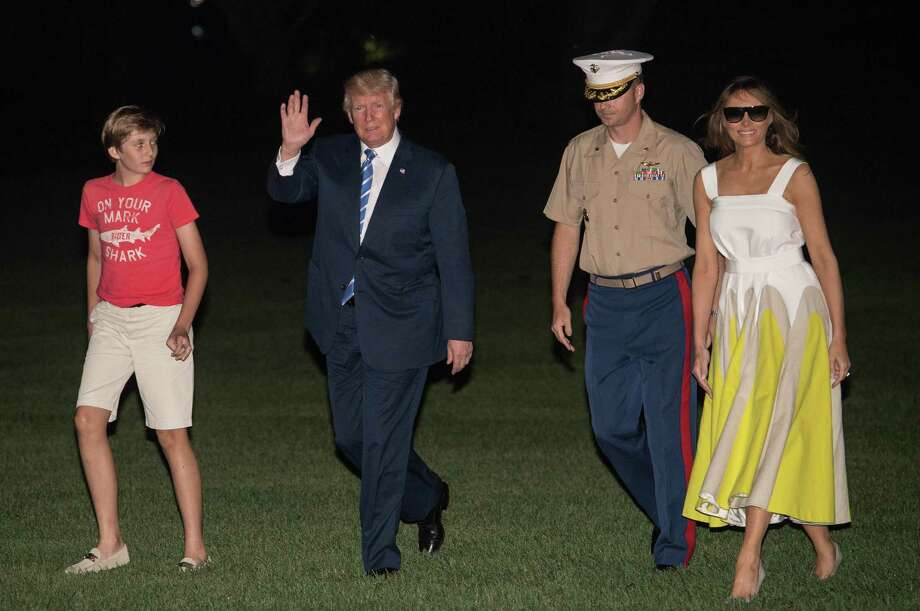 President Donald Trump returns to the White House with first lady Melania Trump and son Barron after a working vacation. Photo: Nicholas Kamm /Getty Images / AFP or licensors
