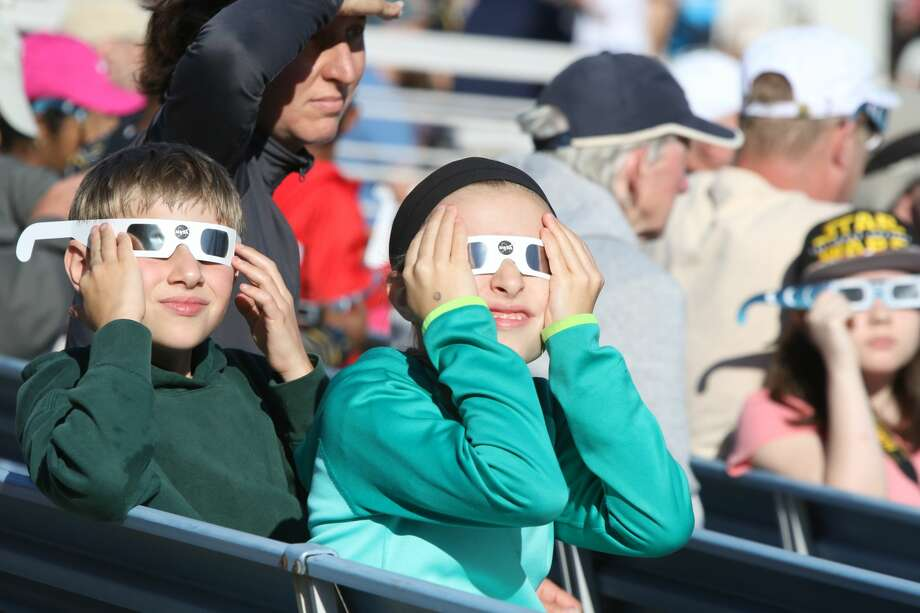 Spectators watch the solar eclipse at the Oregon State fairgrounds on August 21, 2017. Photo: Douglas Zimmerman / SF Gate