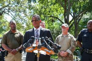 """Deron Ogletree, assistant special-agent-in-charge of the FBI's Houston office, speaks to media at the scene of a """"law enforcement operation"""" led by the FBI on the 2000 block of Albans Road Monday, Aug. 21, 2017, in Houston. ( Godofredo A. Vasquez / Houston Chronicle )"""