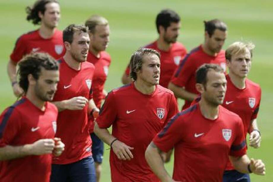 United States player Mix Diskerud, from Norway, center, trains with his teammates in Sao Paulo, Brazil, Tuesday, Jan. 14, 2014.