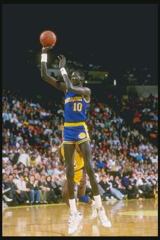 7f3244e3ad35 1988-1989  Manute Bol of the Golden State Warriors shoots... 216815 -  Connecticut Post