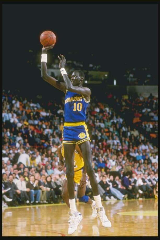 1988-1989:  Manute Bol of the Golden State Warriors shoots the basketball. Mandatory Credit: Tim de Frisco  /Allsport Photo: Tim Defrisco, Getty Images / Getty Images North America