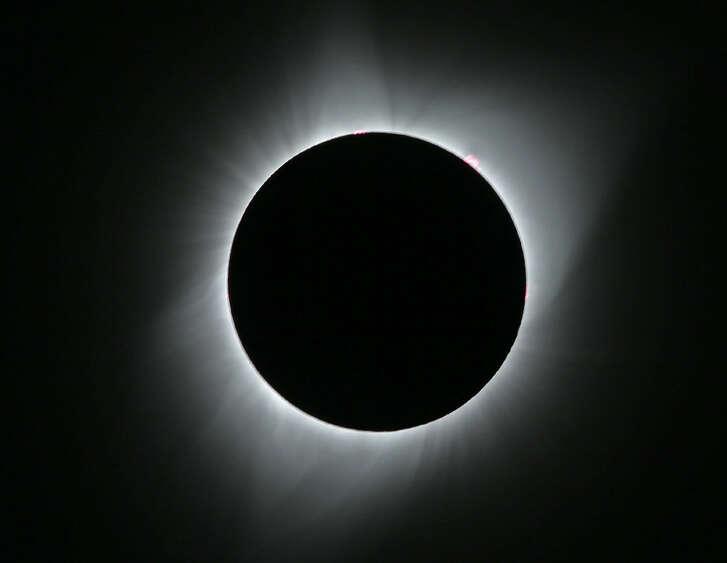 La luna cubre el sol durante un eclipse total el lunes, 21 de agosto de 2017, vista desde cerca de Redmond, Oregon. (AP Foto / Ted S. Warren)