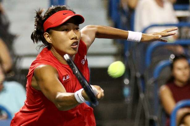 NEW HAVEN, CT - AUGUST 21: Shuai Zhang of China  returns a shot to Petra Kvitova of Czech Republic  during Day 4 of the Connecticut Open at Connecticut Tennis Center at Yale on August 21, 2017 in New Haven, Connecticut. (Photo by Maddie Meyer/Getty Images)