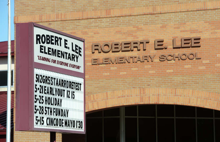 Robert E. Lee Elementary Photo: Jake Daniels / ©2015 The Beaumont Enterprise/Jake Daniels