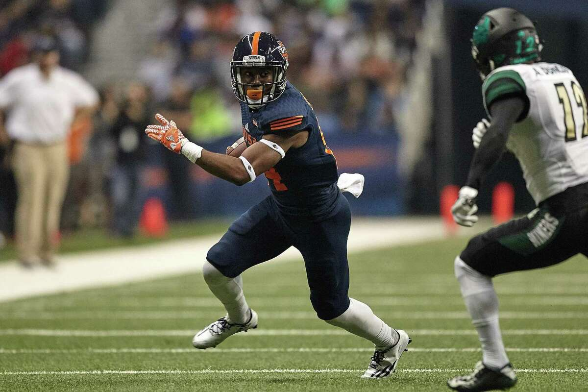 UTSA receiver Larry Stephens makes a catch against Charlotte during Nov. 26, 2016, at the Alamodome.