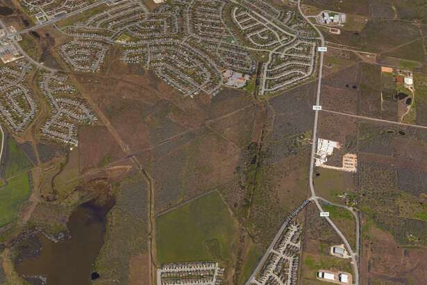 Houston real estate firm Rockspring Capital has purchased 304 acres of land on the Northeast Side where it plans to build hundreds of homes