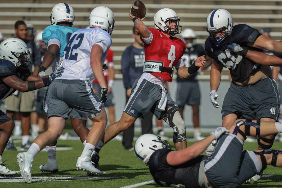 Sam Glaesmann (4) beat out redshirt sophomores Jackson Tyner and J.T. Granato for the starting quarterback job at Rice. Granato  transferred to Missouri State last week. Photo: Steve Gonzales, Staff / © 2017 Houston Chronicle