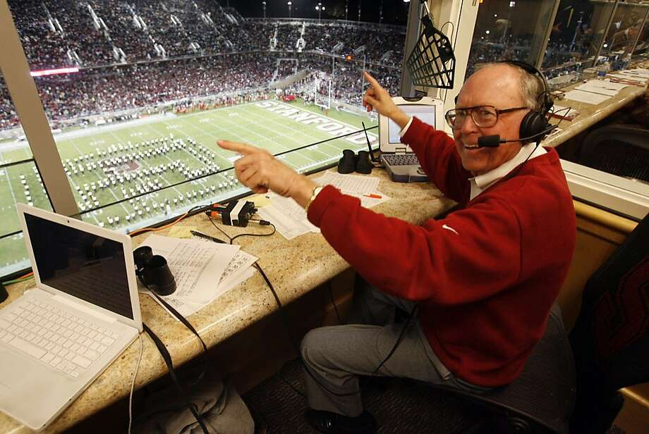 BIGGAME_251_KK.JPG Retiring Stanford announcer Bob Murphy jokes with photographers during halftime as Cal plays Stanford in the 110th annual Big Game Saturday at Stanford Stadium. Photo by Kim Komenich/The Chronicle **Bob Murphy. Photo: Kim Komenich, SFC