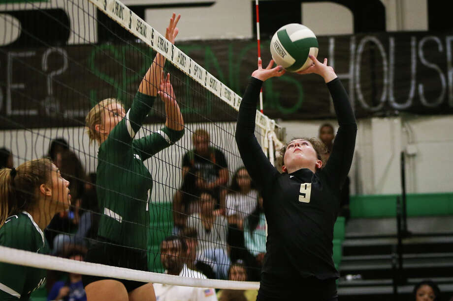 Conroe's Sophie Harrison (9) sets the ball up during the varsity volleyball game against Spring on Tuesday, Aug. 22, 2017, at Spring High School. (Michael Minasi / Chronicle) Photo: Michael Minasi, Staff Photographer / © 2017 Houston Chronicle