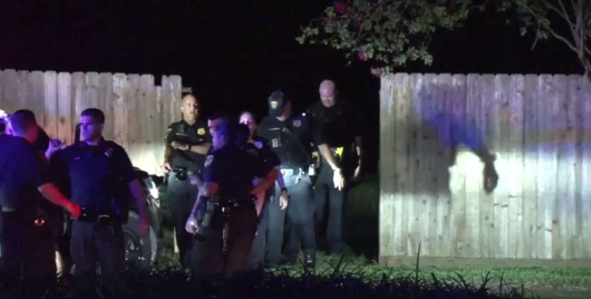 Four people were arrested early Wednesday after leading police on a 30-minute chase that ended in a Sugar Land detention pond. (Metro Video)