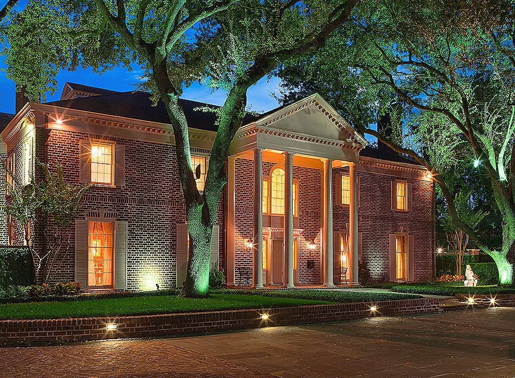 River Oaks Texas >> River Oaks Home Once Listed At 16 95 Million Hits The