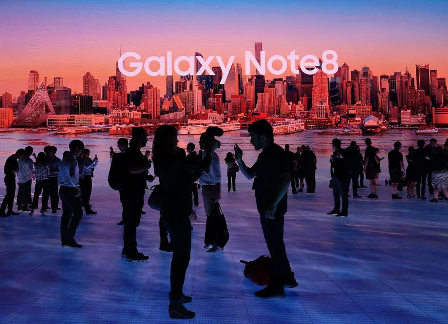 Members of the media get a look at the Samsung Galaxy Note 8 after it was unveiled at the Samsung Galaxy Unpacked 2017 event on August 23, 2017 in New York. Samsung unveiled the new generation of its flagship Galaxy Note smartphone, seeking to put behind it an embarrassing recall over exploding batteries and mount a renewed challenge to key market rival Apple and its soon-to-come iPhone 8.  / AFP PHOTO / DON EMMERTDON EMMERT/AFP/Getty Images Photo: DON EMMERT, AFP/Getty Images
