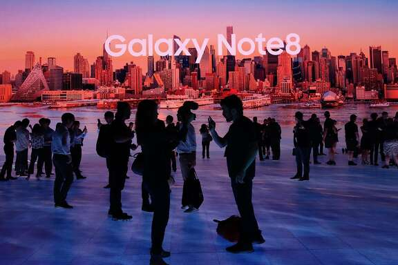 Members of the media get a look at the Samsung Galaxy Note 8 after it was unveiled at the Samsung Galaxy Unpacked 2017 event on August 23, 2017 in New York. Samsung unveiled the new generation of its flagship Galaxy Note smartphone, seeking to put behind it an embarrassing recall over exploding batteries and mount a renewed challenge to key market rival Apple and its soon-to-come iPhone 8.  / AFP PHOTO / DON EMMERTDON EMMERT/AFP/Getty Images