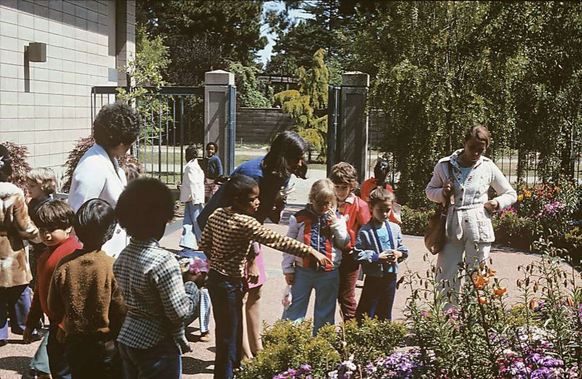 Schoolchildren and Docents in Library Courtyard, 1970s Docents have been introducing visitors to the amazing plants that grow in the Garden since 1970.