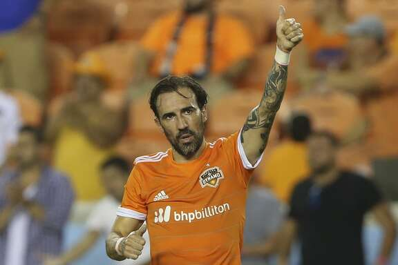 Houston Dynamo forward Vicente Sanchez (10) turns around to celebrate his second goal of the night with the fans during the second half of the game at BBVA Compass Stadium Saturday, Aug. 12, 2017, in Houston. Houston Dynamo defeated San Jose Earthquakes 3-0.( Yi-Chin Lee / Houston Chronicle )