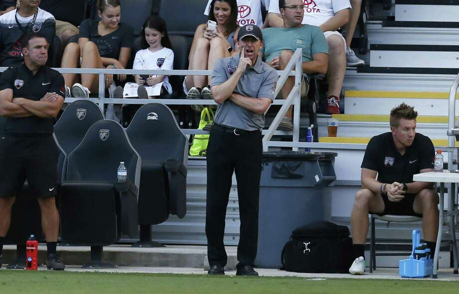 San Antonio FC coach Darren Powell (center) talks to his players during the game against the Vancouver Whitecaps at Toyota Field on Aug. 23, 2017. Photo: Kin Man Hui /San Antonio Express-News / ©2017 San Antonio Express-News