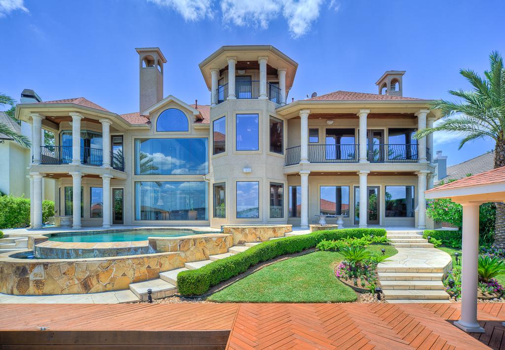 Palatial waterfront mansions for sale on lake conroe for Mansions for sale us