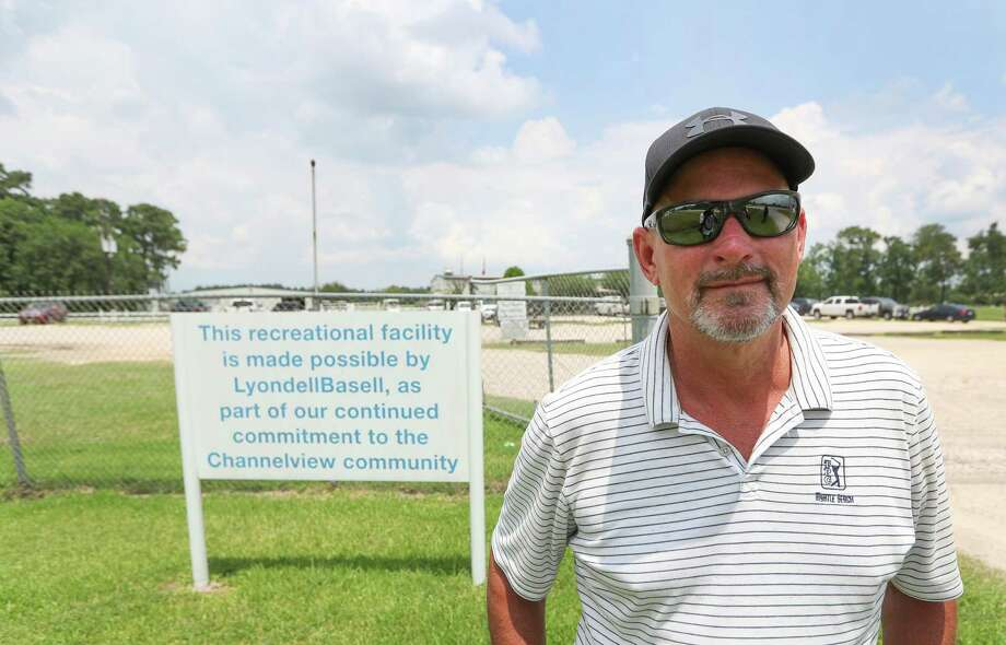 John Carnew retired and wanted to spruce up the golf club where he played. He claims to have uncovered an ongoing pattern of financial mismanagement that includes election-rigging by the clubs's governing board and misappropriation of funds. Photo: Steve Gonzales, Staff / © 2017 Houston Chronicle