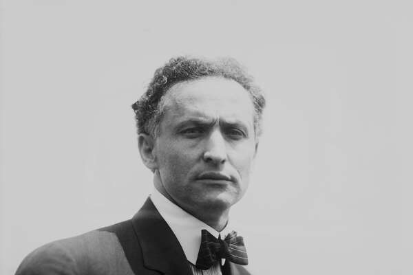 harry houdini biography With the houdini miniseries having aired this week in the us (and in the uk this weekend), my blog has seen a massive increase in traffic many have discovered wild about harry for the first time, and i welcome you most have come searching for more information on houdini, and several have asked.