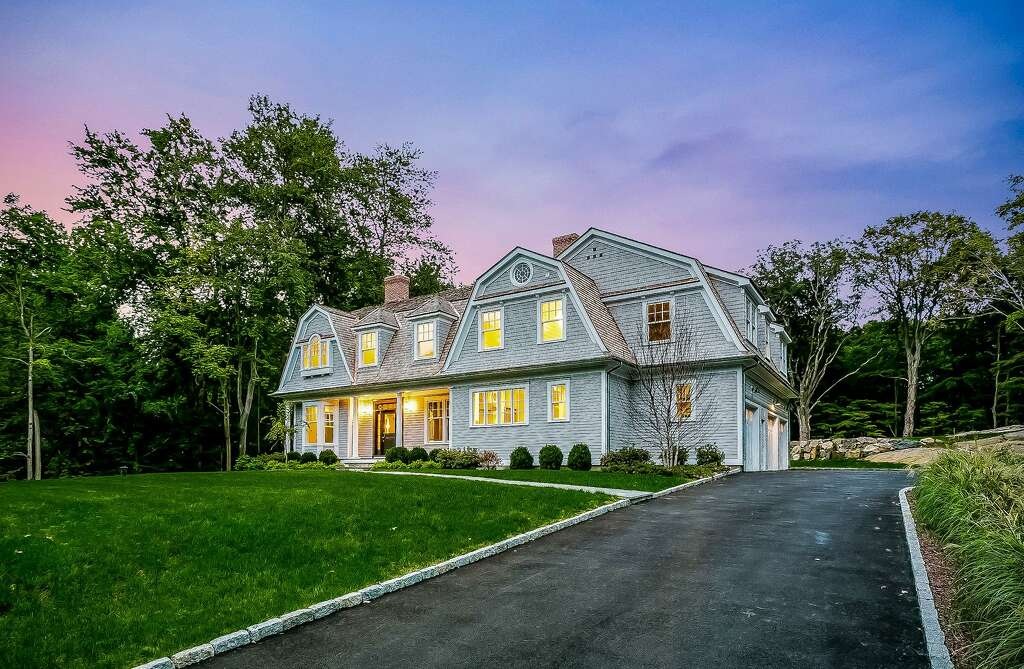 the house at 323 cognewaugh road in greenwich conn was built last year - Nantucket Style House