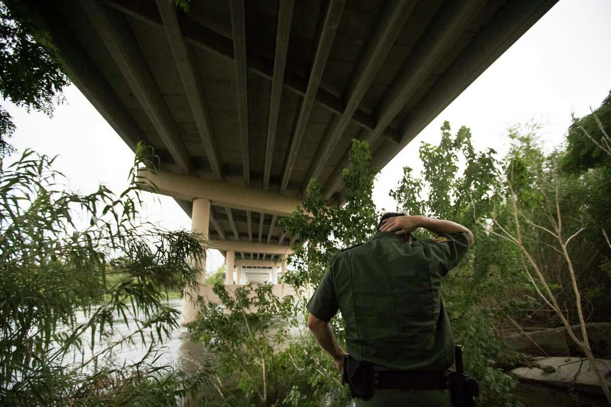 U.S Customs and Border Protection Operations Officer David Vera walks under the Del Rio Port of Entry, Wednesday, Aug. 16, 2017, in Del Rio.
