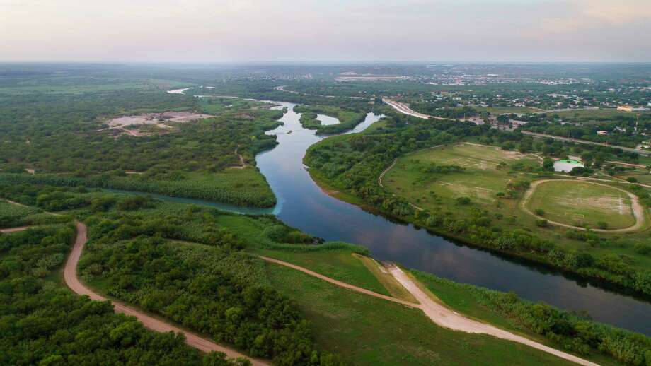 The Rio Grande River stretches between the United States and Mexico near the border crossing at Del Rio, TX,Thursday, August 17, 2017. Photo: Mark Mulligan, Houston Chronicle / 2017 Mark Mulligan / Houston Chronicle