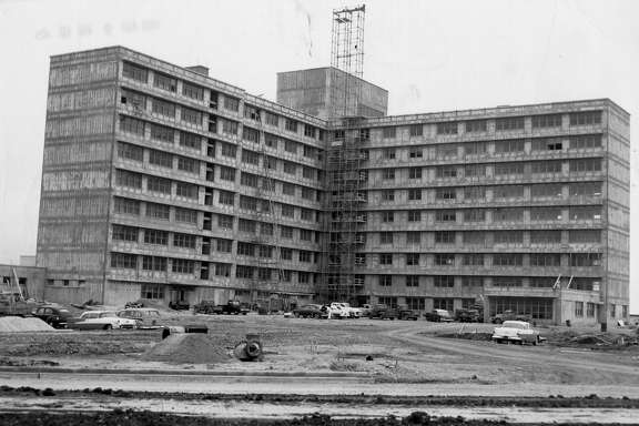 METRO / ADVANCE FOR SUN 05 21 00 -- KOREA S.A. -- WILFORD HALL -- Wilford Hall USAF Hospital under construction in 1955. CREDIT: EXPRESS-NEWS FILE PHOTO