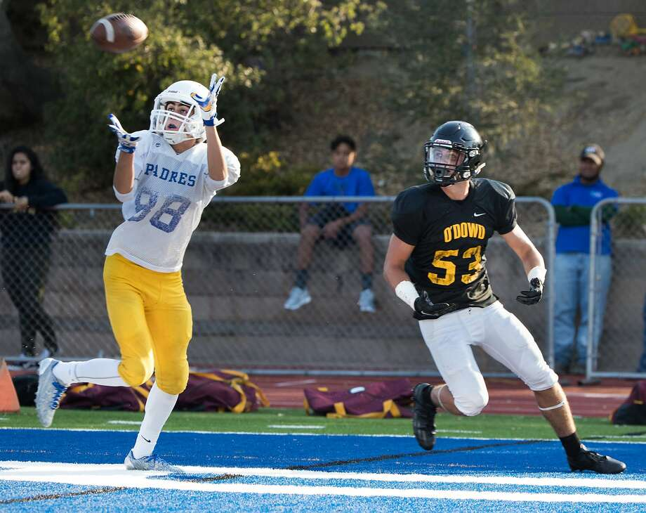 Serra's Anthony Ovalle intercepts a pass intended to Bishop O'Dowd's Quinn Brinnon. Photo: Paul Kuroda, Special To The Chronicle