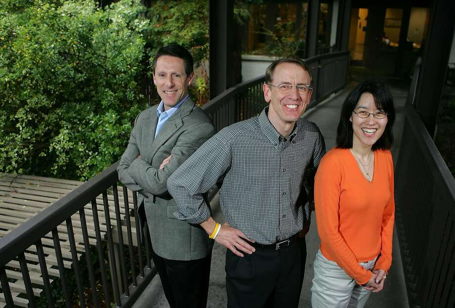 Kleiner Perkins venture capitalist John Doerr, middle, poses for a portrait with Ellen Pao (right) outside of their office in Menlo Park in 2006. In a new book, Pao, who went on to sue the firm for gender discrimination, claims Doerr told her his time was worth $200,000 an hour. Photo: MARCIO JOSE SANCHEZ, AP