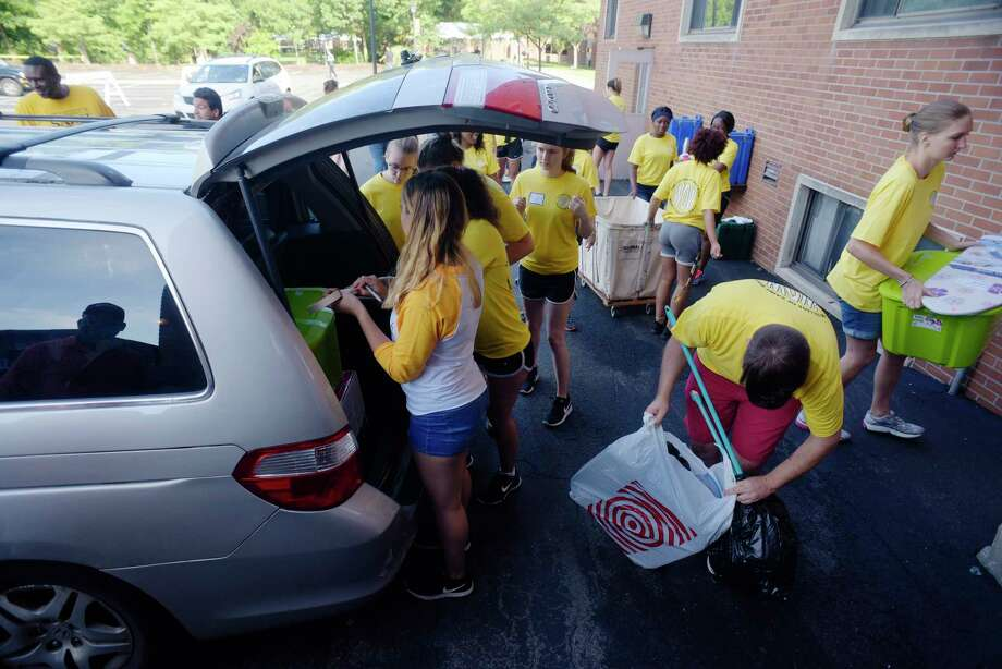 Click through for a slideshow of College of Saint Rose move-in day.Current College of Saint Rose students gather around to help unload a family's car as freshmen moved into their housing on Wednesday, Aug. 23, 2017, in Albany, N.Y.   (Paul Buckowski / Times Union) Photo: PAUL BUCKOWSKI / 20041333A