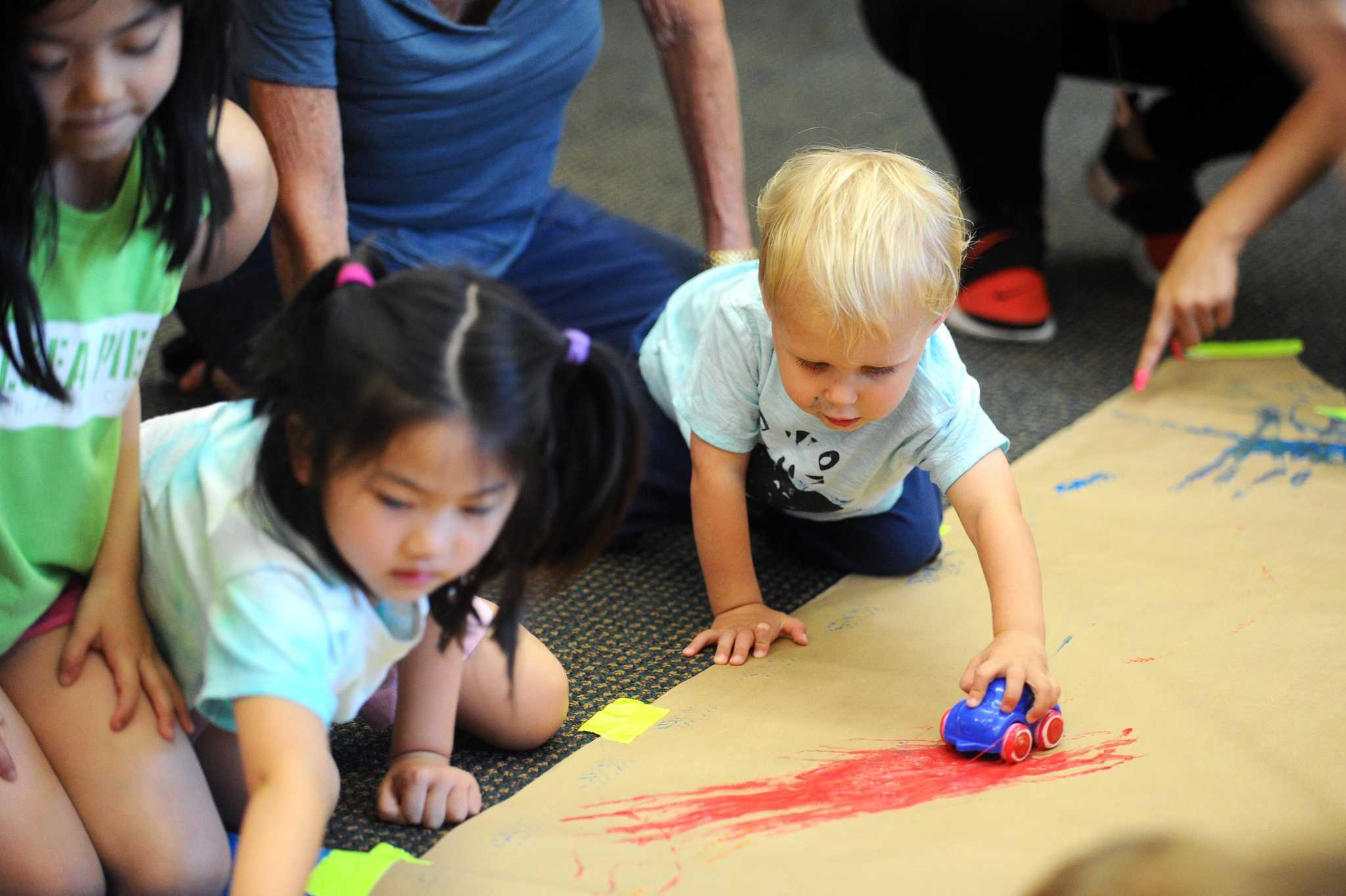 Stamford library holds messy children s art class for Painting classes ct