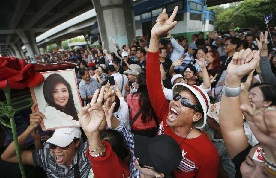 Supporters of ex-Prime Minister Yingluck Shinawatra celebrate after Yingluck failed to show up to hear a verdict over her alleged negligence in a money-losing rice subsidy program. Photo: Wason Wanichakorn, Associated Press